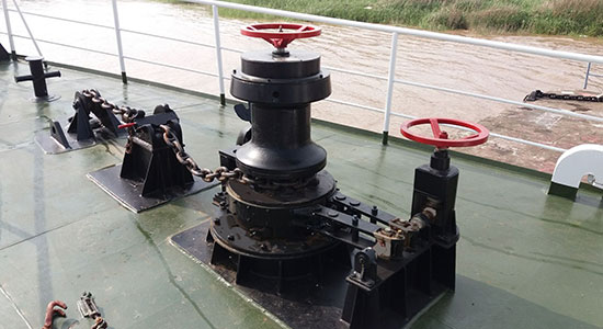 electric and hydraulic capstan
