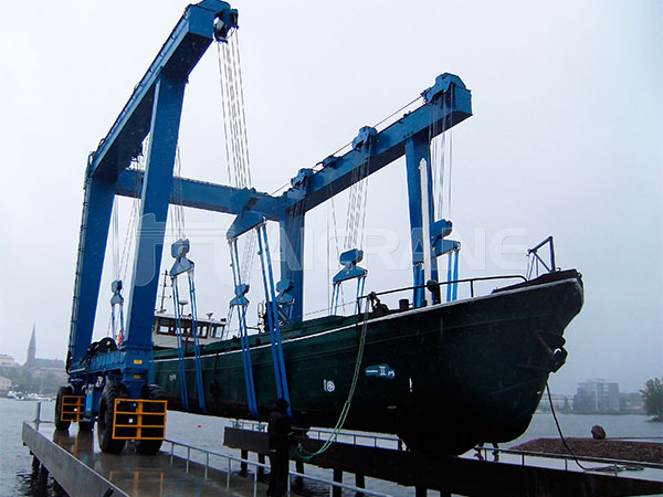 mobile boat hoist supplier